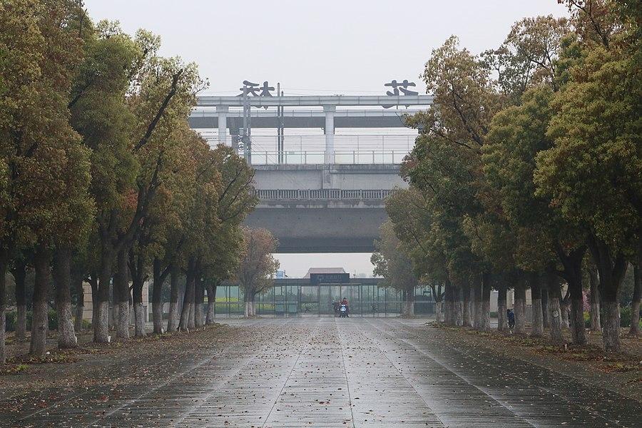 Huaqiao railway station