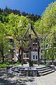2016 Bordżomi, Rzeźba obok Crowne Plaza Borjomi (01).jpg