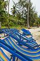 2016 Prowincja Krabi, Ko Phi Phi Don, Plaża Loh Moo Dee, Leżaki.jpg