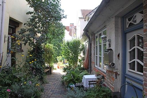 2018-09-08 Lübeck (6) Dunkelgrüner Gang