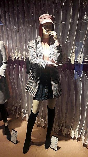 File:20180923 162941 Fashion in 2018, Galeria Sfera.jpg ...