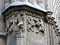 75 Catedral, portal de Sant Iu, relleus escultòrics amb grius.JPG