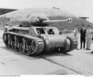 Sentinel tank - AC E1 development vehicle with a test turret and 17 pounder gun