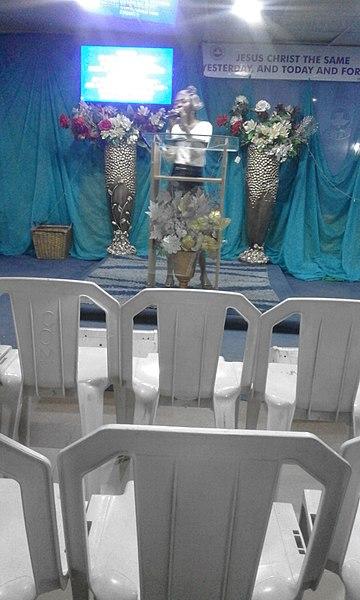 File:A female pastor preaching in a church in Ketu, Lagos, Nigeria 2.jpg