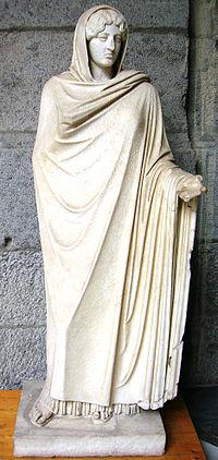Afrodite Sosandra Archo Napoli 1.JPG