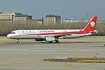 Airbus A321-231 'B-305U' Sichuan Airlines (47506422802).jpg