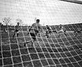 Ajax tegen DOS. Piet Ouderland scoort winnende doel - NA - 913-3950.jpg