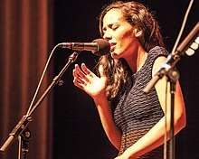 Amanda Sudano of JOHNNYSWIM. (8952926129).jpg