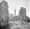 Apollinia Doorkijkje tussen ruines naar de minaret van de Sidna Alimoskee, Bestanddeelnr 255-0059.jpg