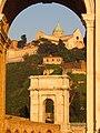 Arco di Traiano e San Ciriaco.JPG