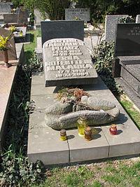 Artur Sandauer monument.jpg