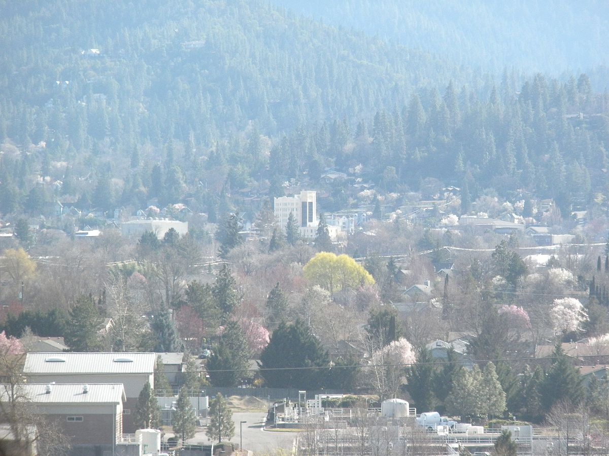 Ashland Oregon from Interstate 5.JPG