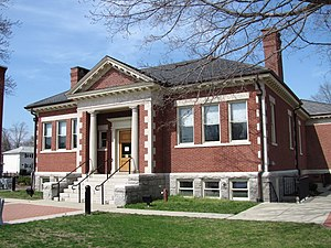 Ashland Public Library, April 2010, MA.jpg