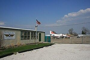 Aurora Municipal Airport - Image: Aurora Municipal Airport (Illinois) 3