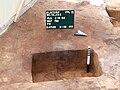 Ausgrabung Elstorf Anschnitt Pfostenloch.jpg