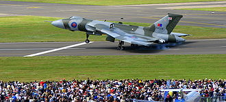 Avro Vulcan XH558 - Landing during Farnborough Airshow 2008