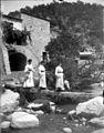 Baldomer Gili Roig. Dones passejant (Girona).jpg