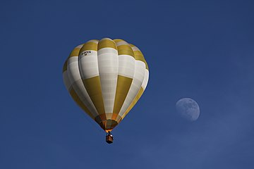 Balloon and Moon over Speyer.jpg