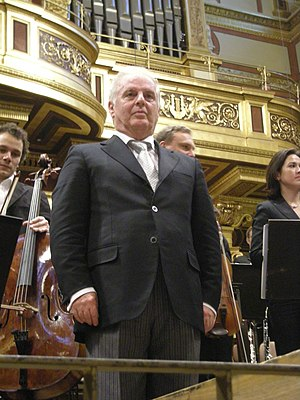 English: Daniel Barenboim after a performance ...