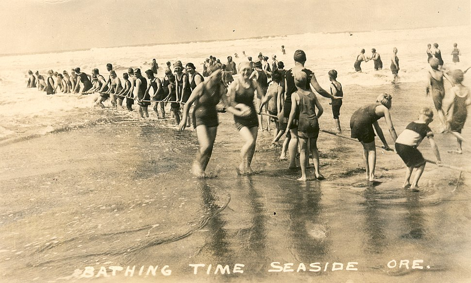 Bathing time at Seaside Beach, Oregon (3230083844)