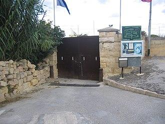 Della Grazie Battery - Image: Battery gate