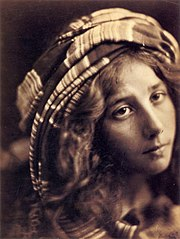 Beatrice Cenci, by Julia Margaret Cameron.jpg