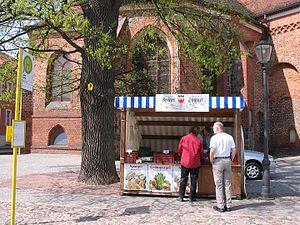 Beelitz, Brandenburg: St. Marien, Naturdenkmal Friedenseiche, Spargelverkauf
