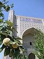 Bibi-Khanym Mosque gate.jpg