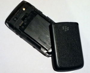 BlackBerry Bold 9700 - The Bold 9700 without its battery cover