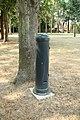 Borne dans le parc du château de Belleville le 12 août 2015.jpg