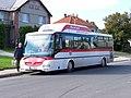 Bratronice (KL), autobus SOR CNG 10,5 před obecním úřadem.jpg