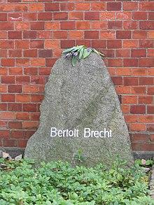 Brecht Grave.jpg