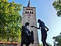 Bronzeskulptur des Heiligen Martin mit dem Bettler bei der Mantelteilung vor der Martinskirche in Sindelfingen - panoramio.jpg