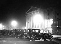 Bundesarchiv B 145 Bild-P015293, Berlin, Deutsche Staatsoper bei Nacht.jpg