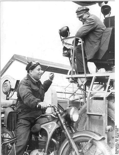File:Bundesarchiv Bild 183-32329-0016, MTS Obhausen, Getreideernte.jpg