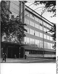 Bundesarchiv Bild 183-76977-0001, Chemnitz, VEB Spinnereimaschinenbau.jpg