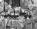 COLLECTIE TROPENMUSEUM Altaar met offergaven Bali TMnr 10003301.jpg