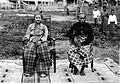 COLLECTIE TROPENMUSEUM De vorstin van Luwu Wé Kambo Daëng Risompa en haar tweede echtgenoot La Batjo To Vapilé Opoe Patoenroe eerste lid van de Andat van Luwu TMnr 10001343.jpg