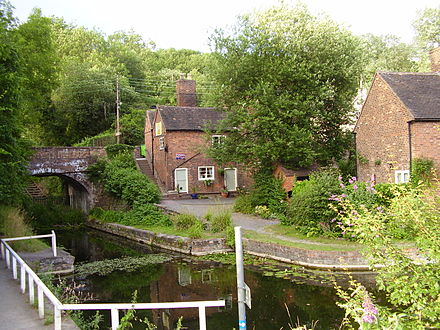 Coalport Canal with the house at the entrance to the Tar Tunnel. Canal, Coalport.JPG