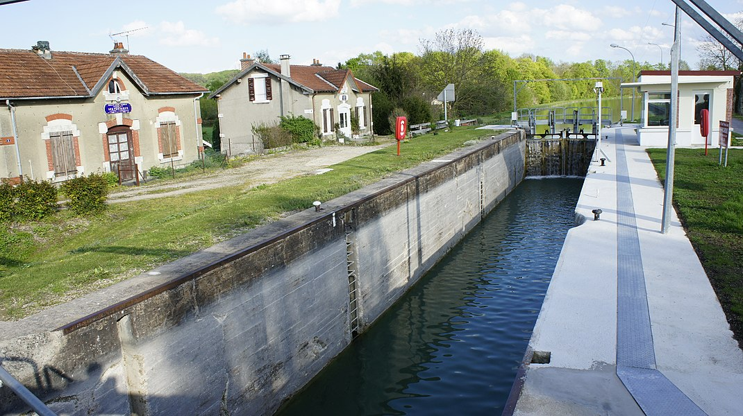 Canal de l'Aisne à la Marne, l'écluse Les FOntaines.