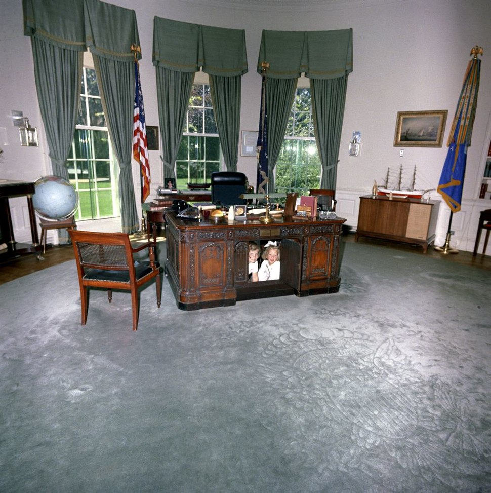 Caroline Kennedy Kerry Kennedy Resolute Desk b.jpg