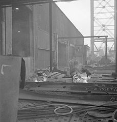 Cecil Beaton Photographs- Tyneside Shipyards, 1943 DB186.jpg