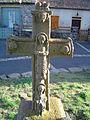 Chalinargues (Cantal) croix de chemin sculpté (verso).JPG