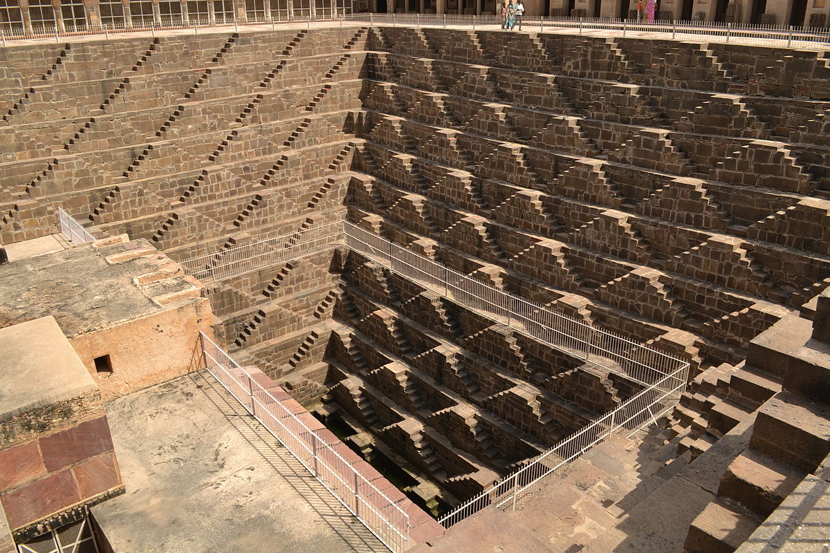 Chand Baori (step-well).JPG