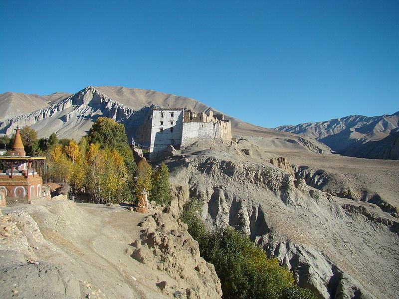 File:Charang, Mustang, Nepal.jpg