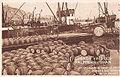 Chargement de vins dans le port d'Oran à destination de la France.jpg