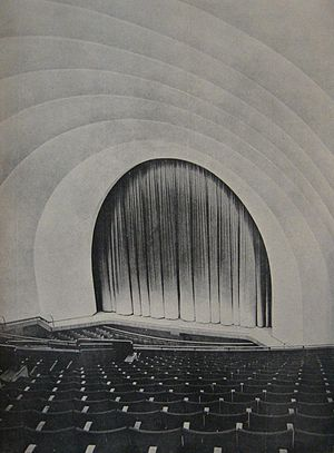 Teatro Gran Rex - The stage in 1937.