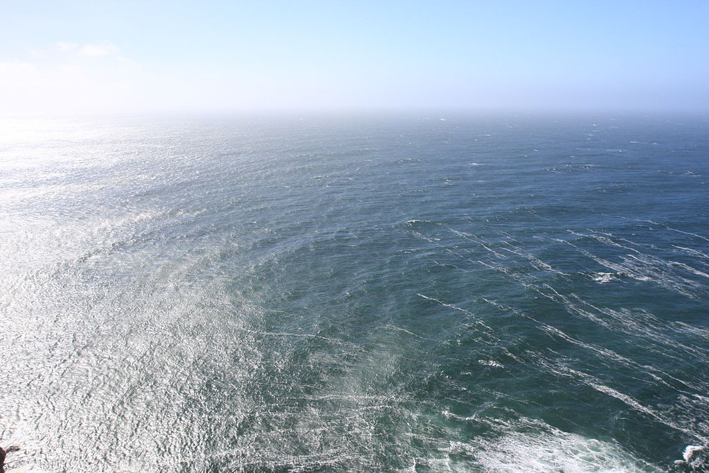 http://upload.wikimedia.org/wikipedia/commons/thumb/e/e6/Circular_Diffraction_Ripples_at_Point_Reyes_Lighthouse.jpg/1024px-Circular_Diffraction_Ripples_at_Point_Reyes_Lighthouse.jpg