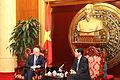 Con el Presidente del Comite de RREE de la Asamblea Nacional Tran Van Hang (2) (7008478577).jpg