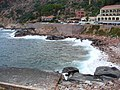 Corsica - Porto - the waves in the tip of the Bay - panoramio - jeffwarder.jpg